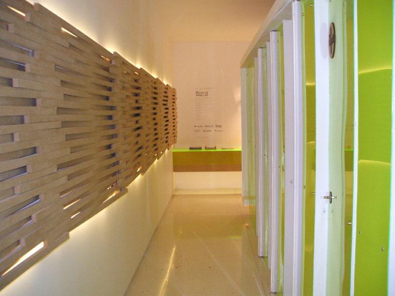 Diseno De Un Baño Publico:propio de los baños , se plantea como un bloque único , despegado de