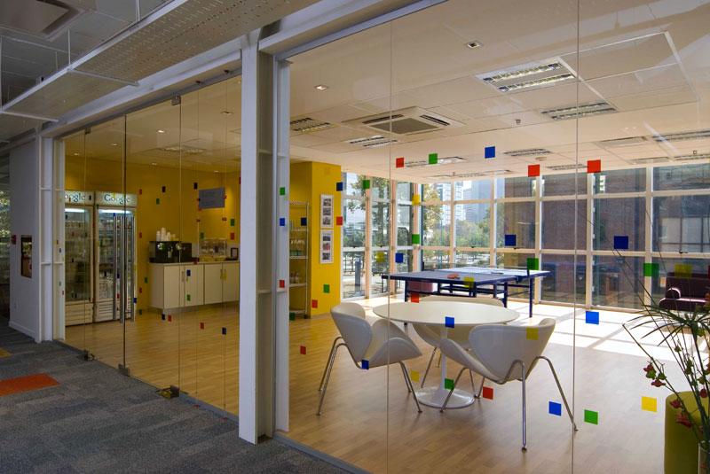 Dise o oficinas flexibles la nueva for Arquitectura de oficinas modernas