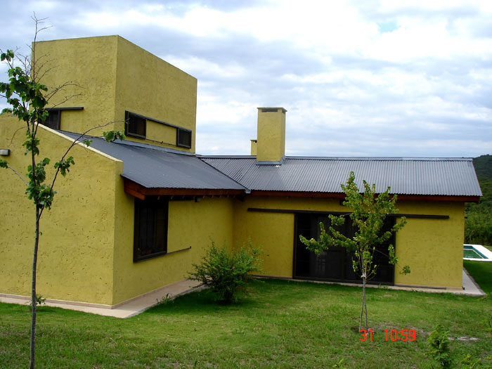 Proyecto casa en falda del carmen for Casas con techos de chapa de color