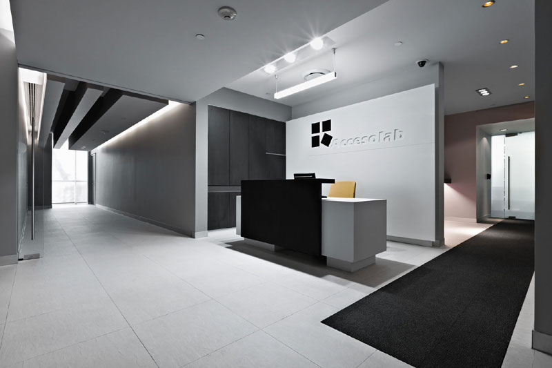 Proyecto oficinas corporativas for Recepciones modernas para oficinas