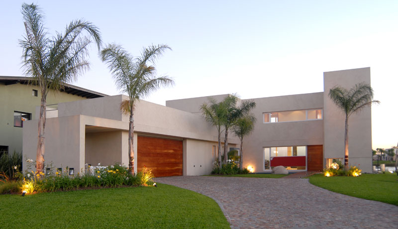 Casa junto al agua ramirez arquitectura arquimaster for Fachadas casas color arena
