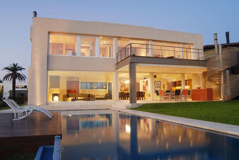 Casa junto al agua ramirez arquitectura arquimaster for Casa moderna que es