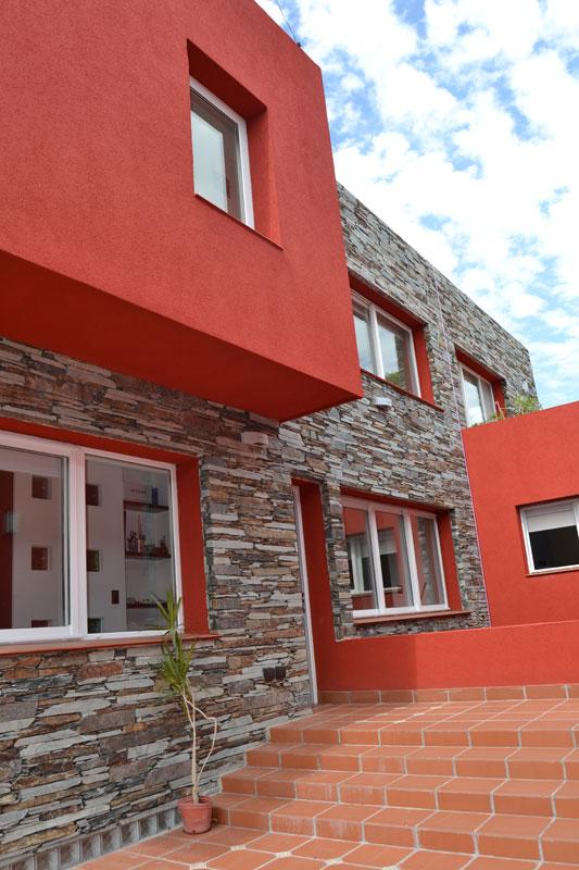 Casa imfeld estudio de arquitectura mauricio falvo - Pintura color ladrillo ...