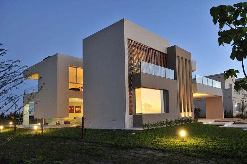 Casa franklin epstein arquitectos arquimaster for Casas minimalistas modernas con cochera subterranea