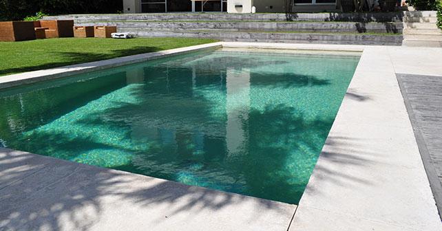 Agua de piedra revestimiento premium para piscinas for Materiales para construccion de piscinas