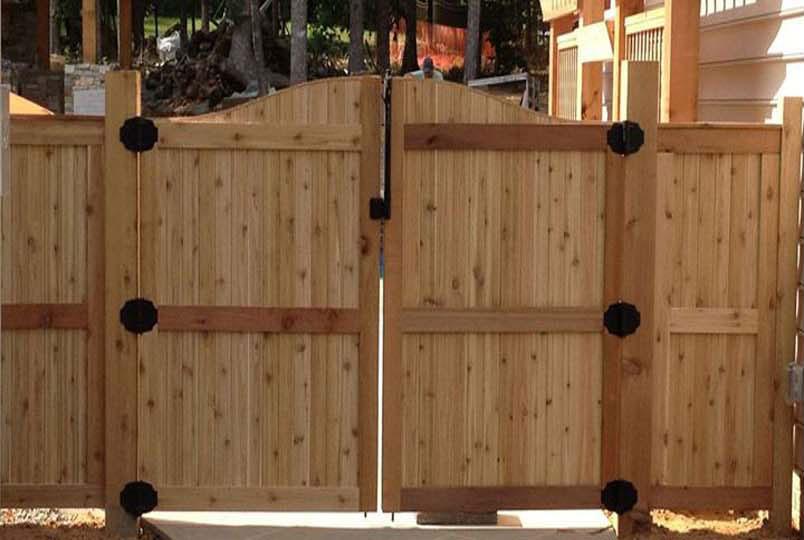 Cercos de madera ideales para proteger y decorar el for Madera para jardin