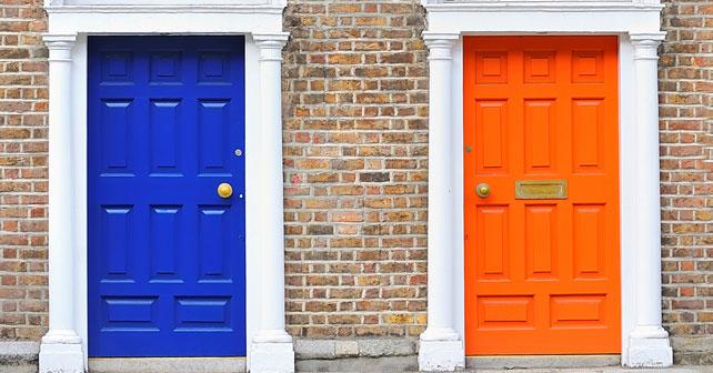 como aplicar pintura y color a las puertas