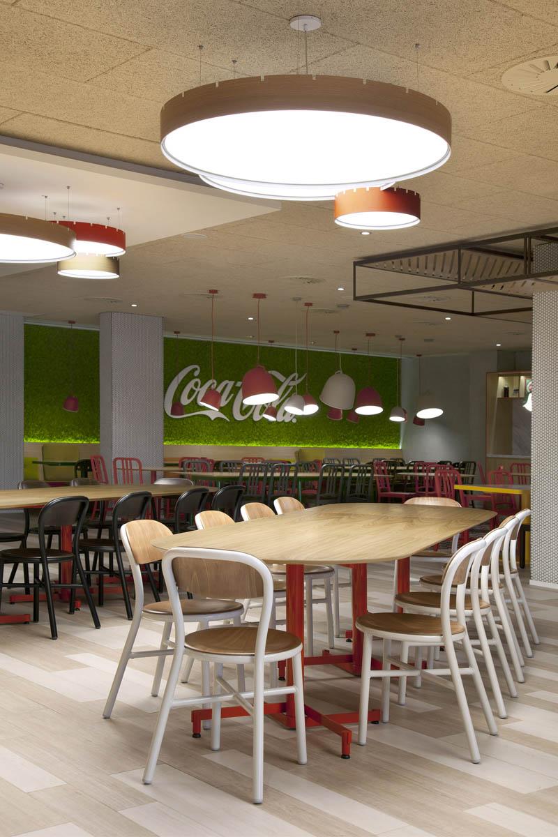 Y stone designs iluminan las oficinas centrales de coca cola en madrid arquimaster - Oficinas centrales de sanitas en madrid ...