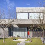 Casa Raiz / Speziale Linares Arquitectos