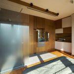 Atico en Praga (ducha en dormitorio) / DVDV Studio Architects