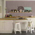 Los nuevos aliados de todos los ambientes del hogar: estantes de madera