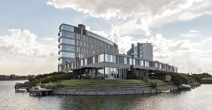 Edificio de viviendas La Mansa Nordelta / Forcinito Arquitectos